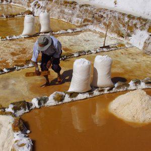 tour-maras-moray-y-salineras-extraccion-de-sal